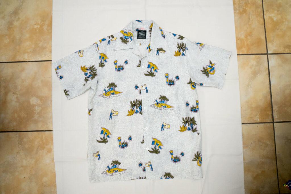 カジュアルスタイルのアロハシャツ