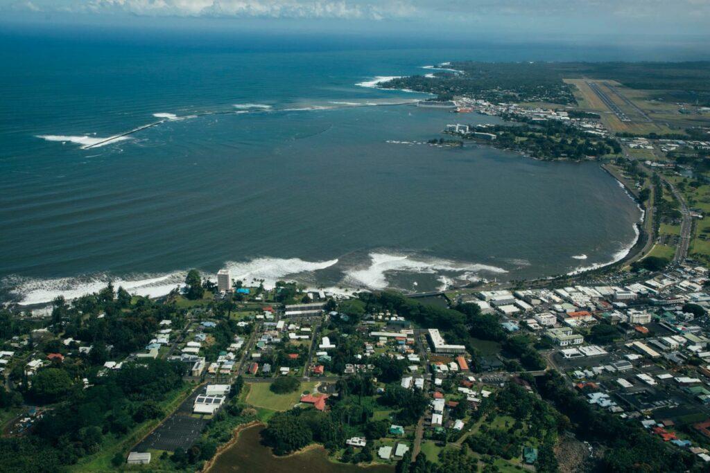 ヒロ湾とヒロの町
