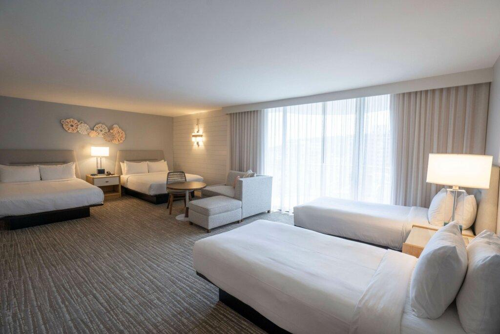 ベッドが4台ある部屋