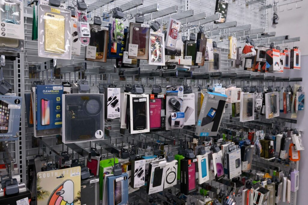 携帯ケースやイヤホン、充電器&コードなど