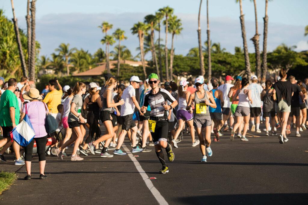 コナ・マラソンに参加するランナー