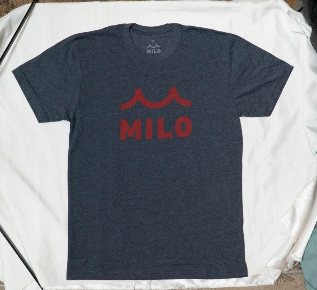 ロゴ入りTシャツ
