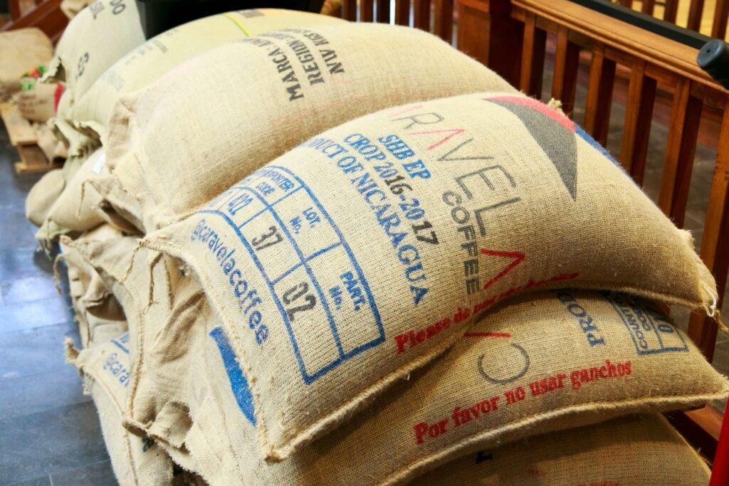 自社農園から届いたコーヒー豆