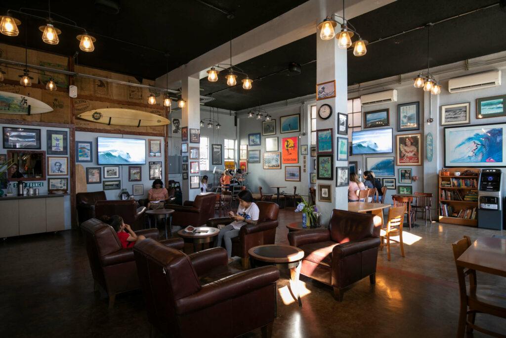 サーファーズ・コーヒーの店内