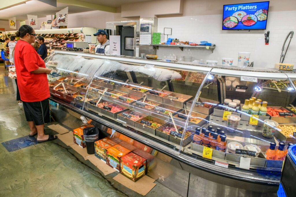 全60種類以上のポキがある鮮魚コーナー